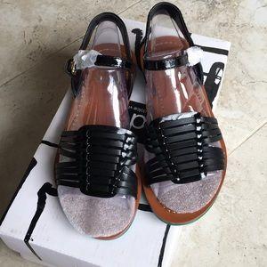 "Dolce Vita ""Villa"" Black Sandal Size 6"
